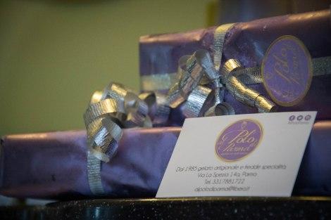 la confezione regalo del SEMIFREDDO AL TORRONE RICOPERTO DI CIOCCOLATO FONDENTE