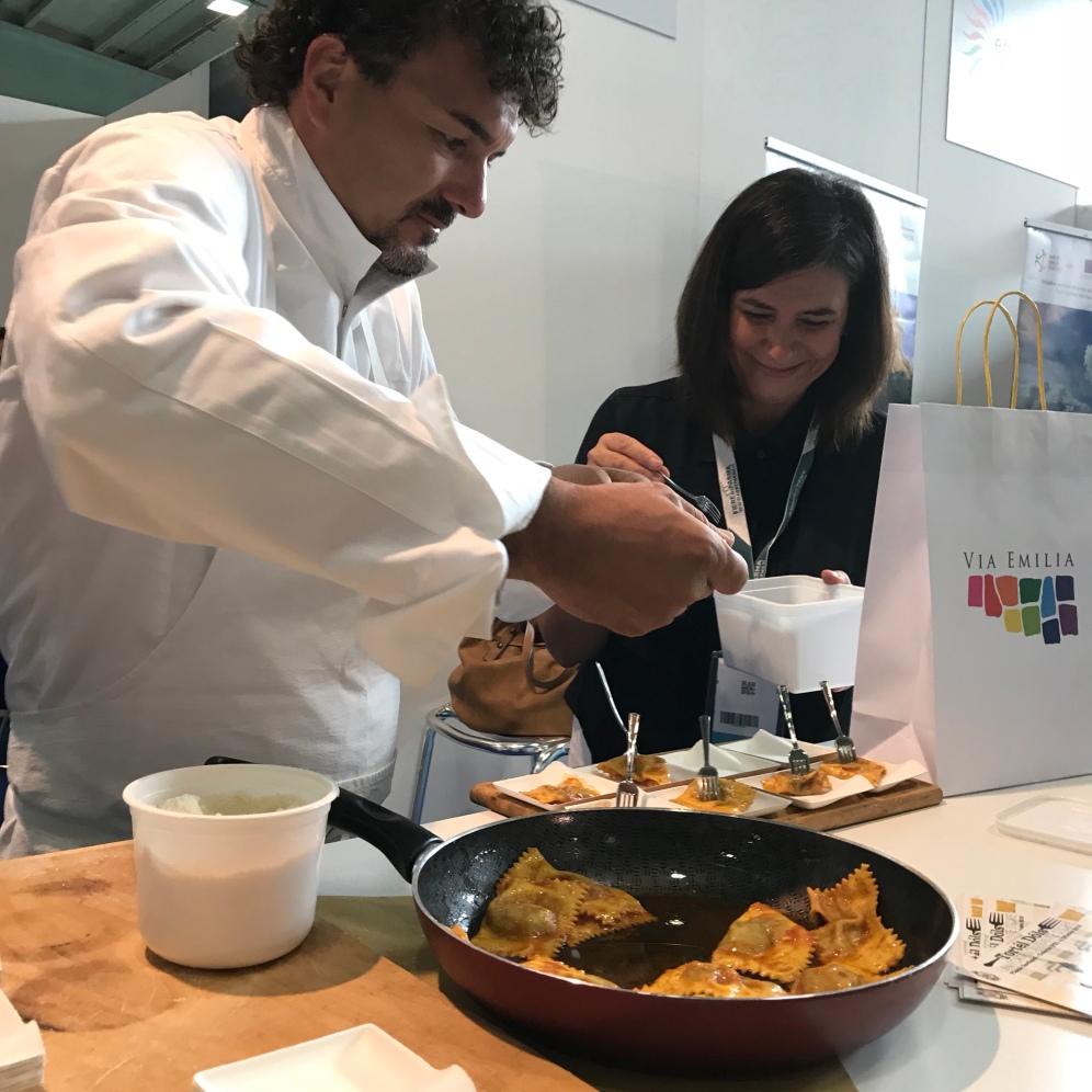 Chef Cristian Broglia all'opera alla presentazione in Fiera